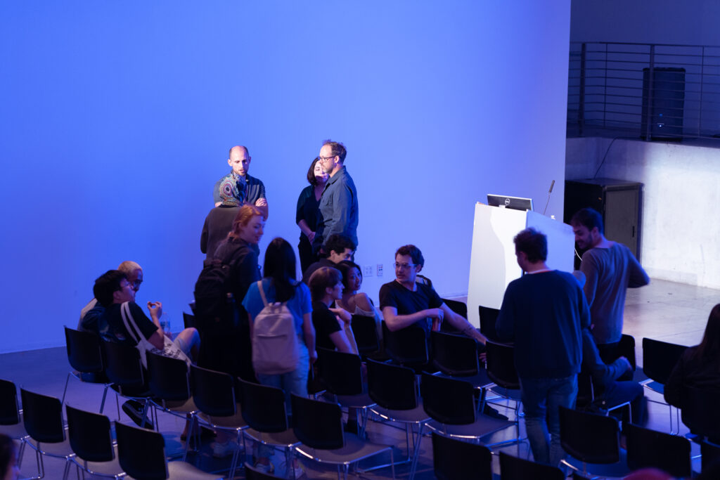 Audience members of Khoshgoran during Khoshgoran's lecture.